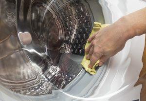 pour éviter les odeurs et les pannes décrasser sa machine à laver régulièrement